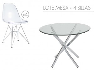 Muebles: mesa y cuatro sillas transparentes